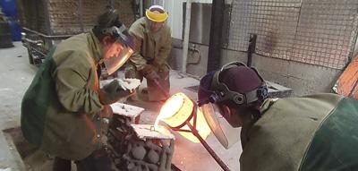 Coulée d'une sculpure d'art en bronze